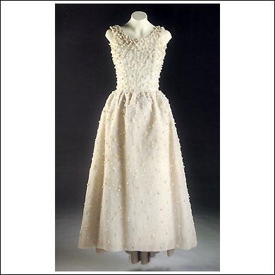 1969- Vestido Tul blanco bordado de pailletes de nacar