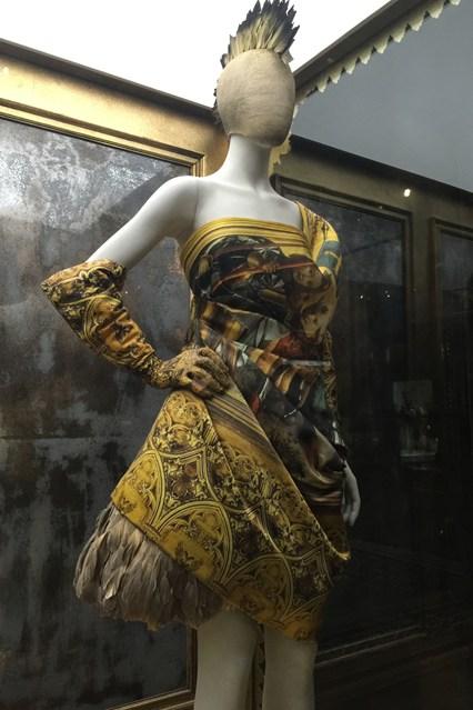 Savage-Beauty-85-Vogue-12Mar15-pr_b_426x639