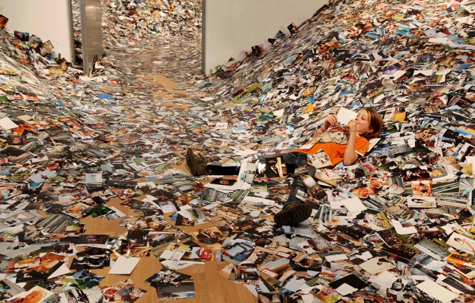 24hrs-of-photos_erik-kessels